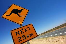 Người nhập cư tác động đến kinh tế Úc qua 3 yếu tố: dân số, mức độ tham gia lao động, và năng suất.