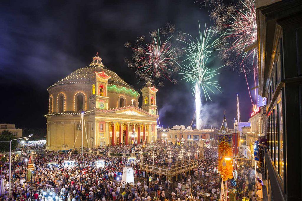 Lễ hội pháo hoa rực rỡ tại Malta