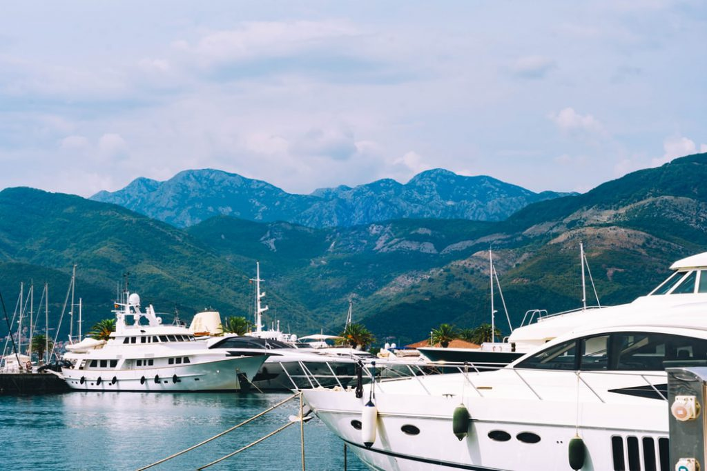 Nhập quốc tịch Montenegro
