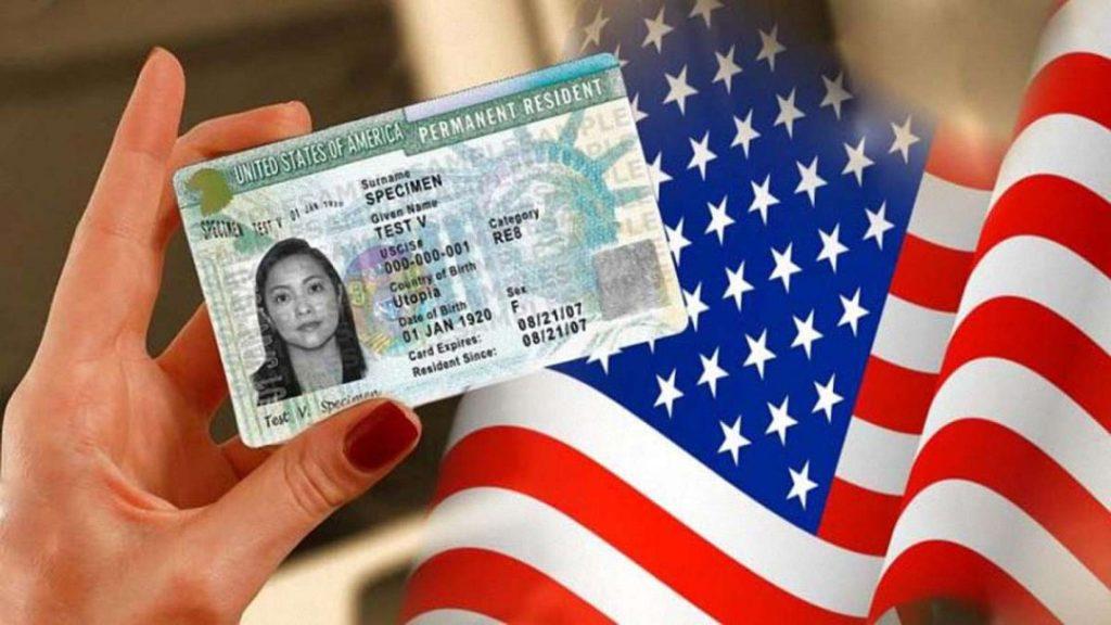Sở hữu thẻ xanh Mỹ và trở thành thường trú nhân là mơ ước của nhiều người. Đừng đánh mất điều quý giá này vì mắc phải những lỗi không đáng có.