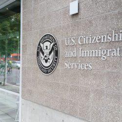 Ứng phó COVID-19, USCIS ra chính sách mới linh động cho người nhập cư