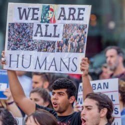 """Vì sao tổng thống Mỹ Joe Biden thay đổi cách gọi người nhập cư từ """"alien"""" thành """"noncitizen""""?"""
